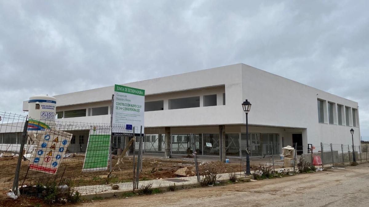 Aspecto actual del nuevo colegio en edificación.