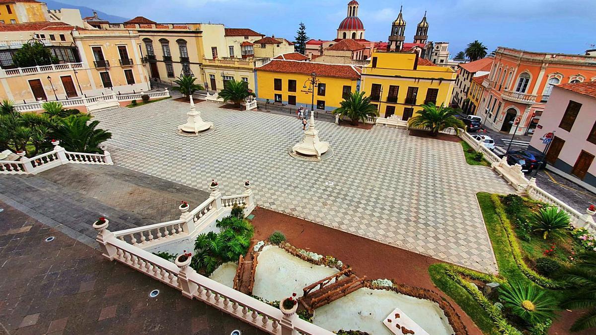 La plaza del Ayuntamiento de La Orotava es uno de los lugares más icónicos de la Villa por ser escenario de la gran alfombra de tierras del Teide.