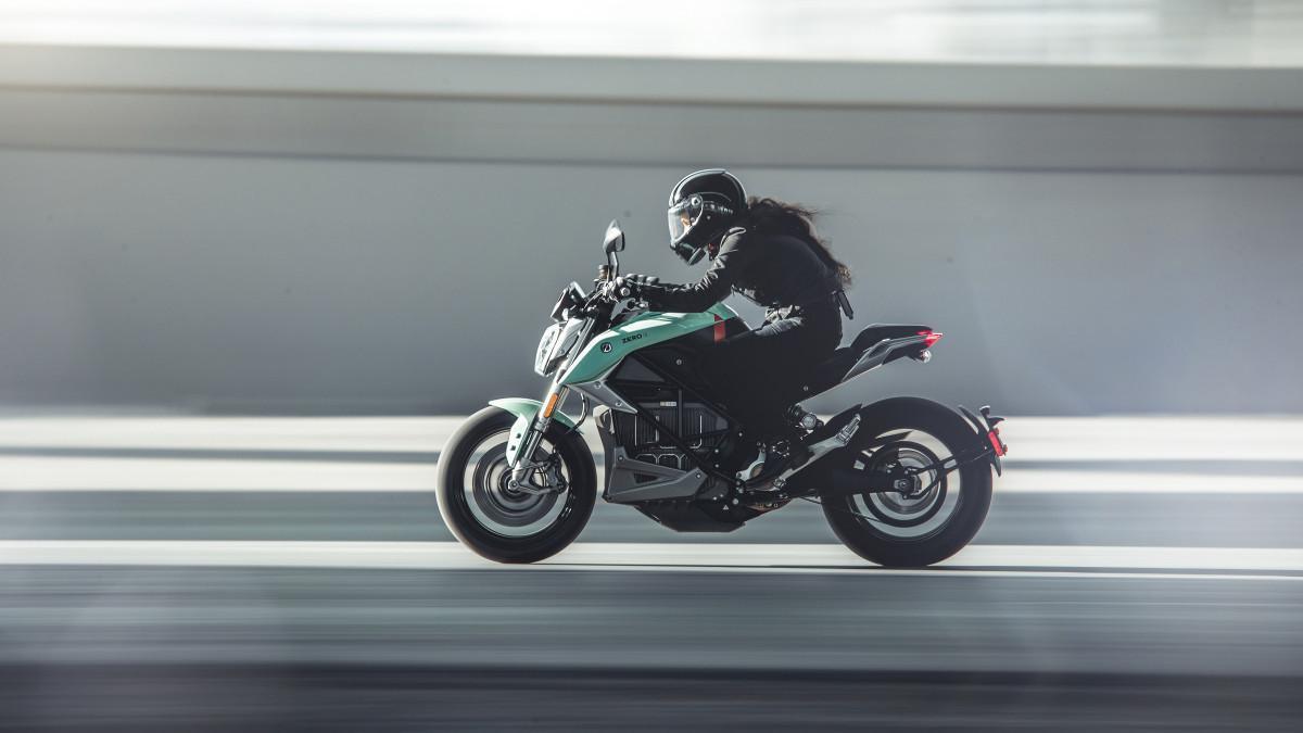 Zero Motorcycles extiende la garantía de sus motos a 5 años en julio y agosto tras un acuerdo con GarantiPlus