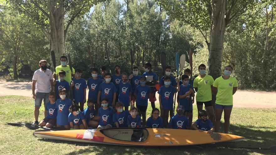 Participantes en el segundo cursillo de verano de la Escuela de Piragüismo Zamora