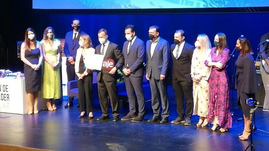 La empresa cordobesa Pienso y Mascotas logra el primer premio de AJE Andalucía a la trayectoria empresarial