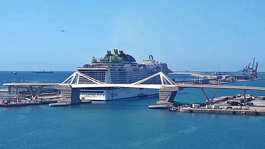 Tres positius al creuer MSC Grandiosa en atracar a Barcelona