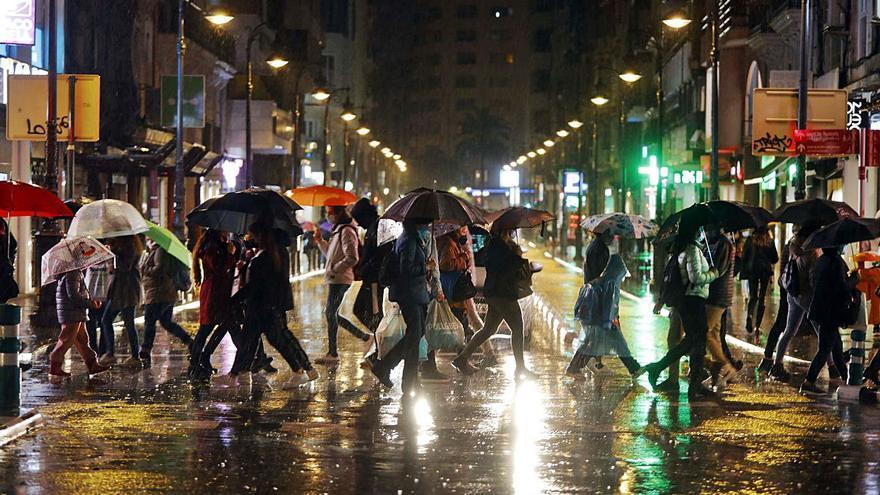 La lluvia culmina el 'Black Friday' más negro del comercio físico