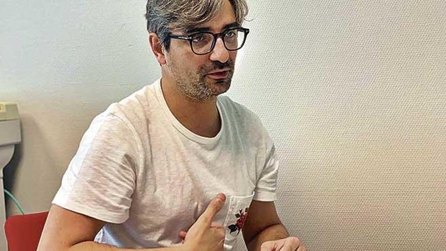 """Diego González Rivas: """"Con un robot desplegaremos una serpiente de brazos y cámaras por  el tórax con una mínima incisión"""""""