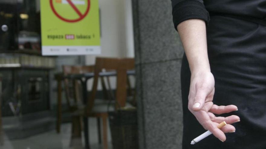 Un 65% de los locales inspeccionados en A Coruña incumple la ley antitabaco