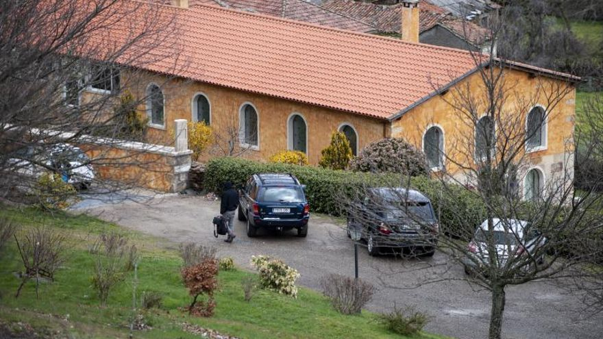 Una multa de 2.250 euros por dañar con un tractor la casa en la que vivía Mario Conde