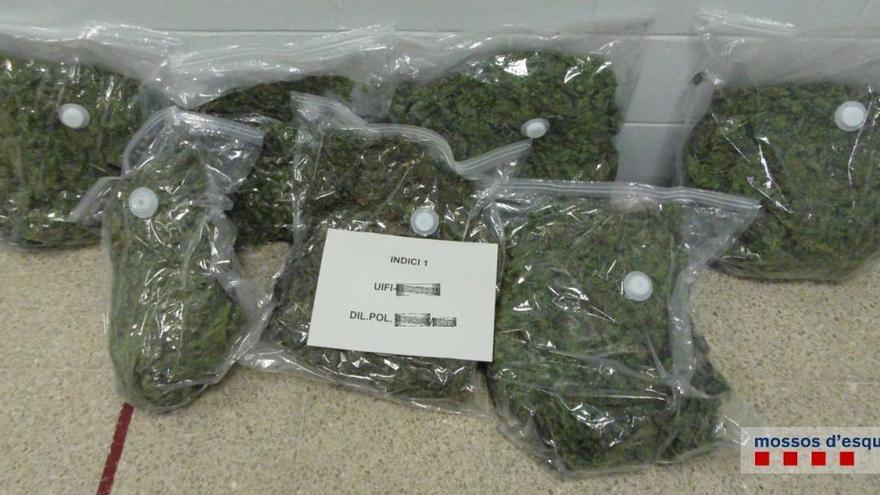 Detenen a Figueres dos venedors de marihuana i haixix que duien 16.300 euros