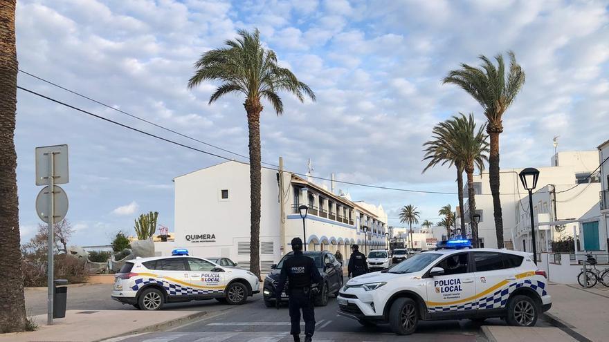 Reunión ilegal de unas 30 personas, 19 sin mascarilla, en Formentera