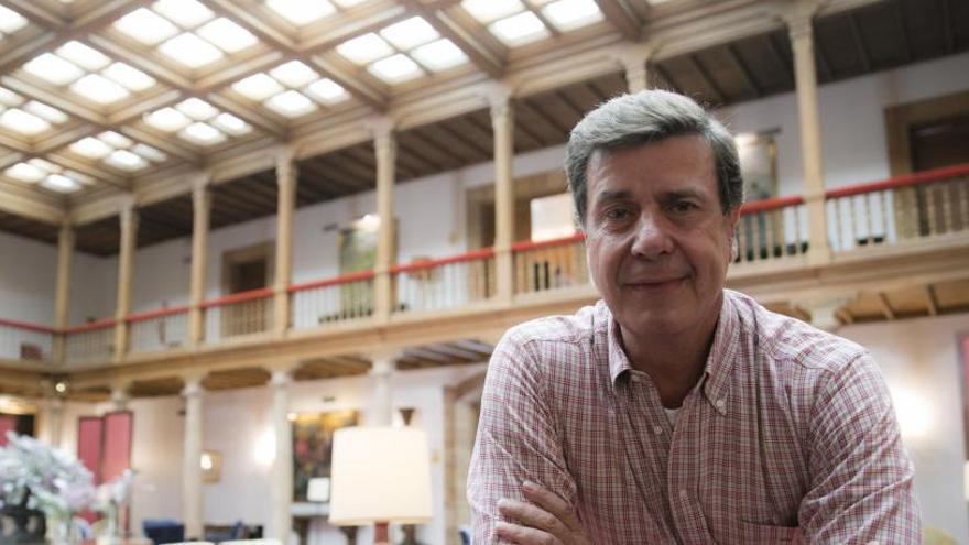 Condenan a Cayetano Martínez de Irujo a pagar 3.000 euros a Luis Rubiales por llamarle corrupto
