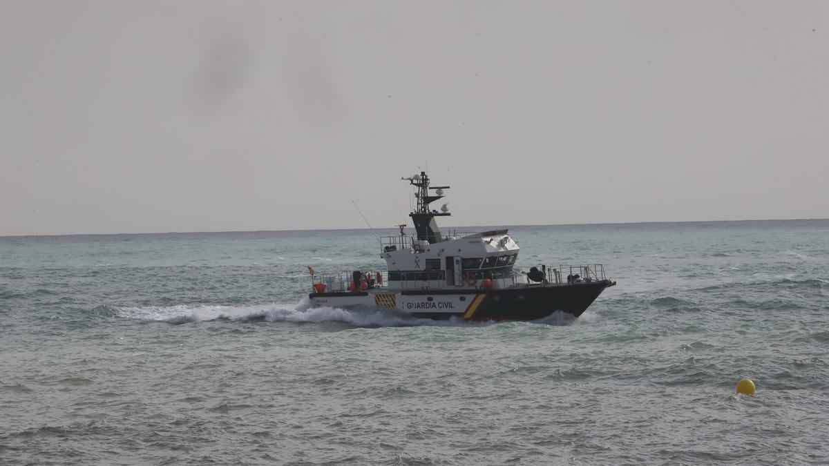 Imagen de la búsqueda por parte del grupo de actividades subacuáticas de la Guardia Civil, también con embarcaciones, este viernes