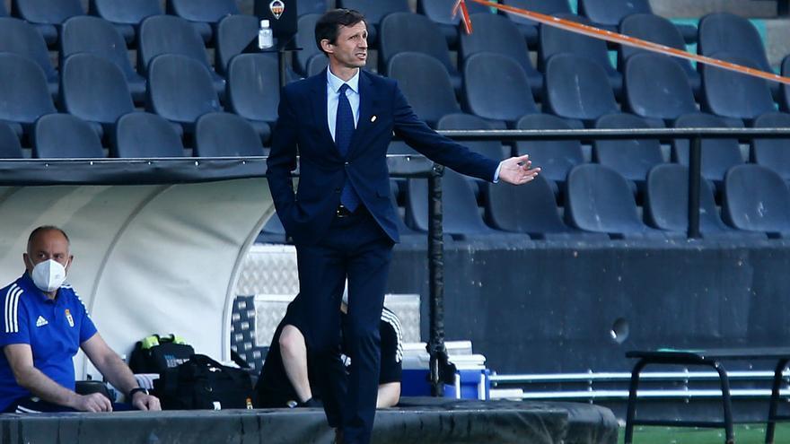"""Ziganda, entrenador del Real Oviedo: """"Hay que coger la situación por los cuernos, saber que en este lío nos hemos metido nosotros solitos"""""""