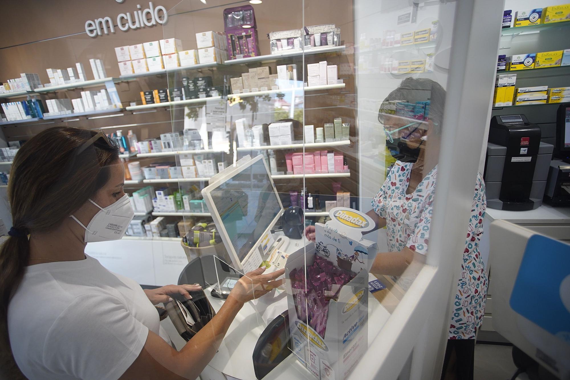 La cerca de testos en farmàcies s'avança al reial decret de l'Estat
