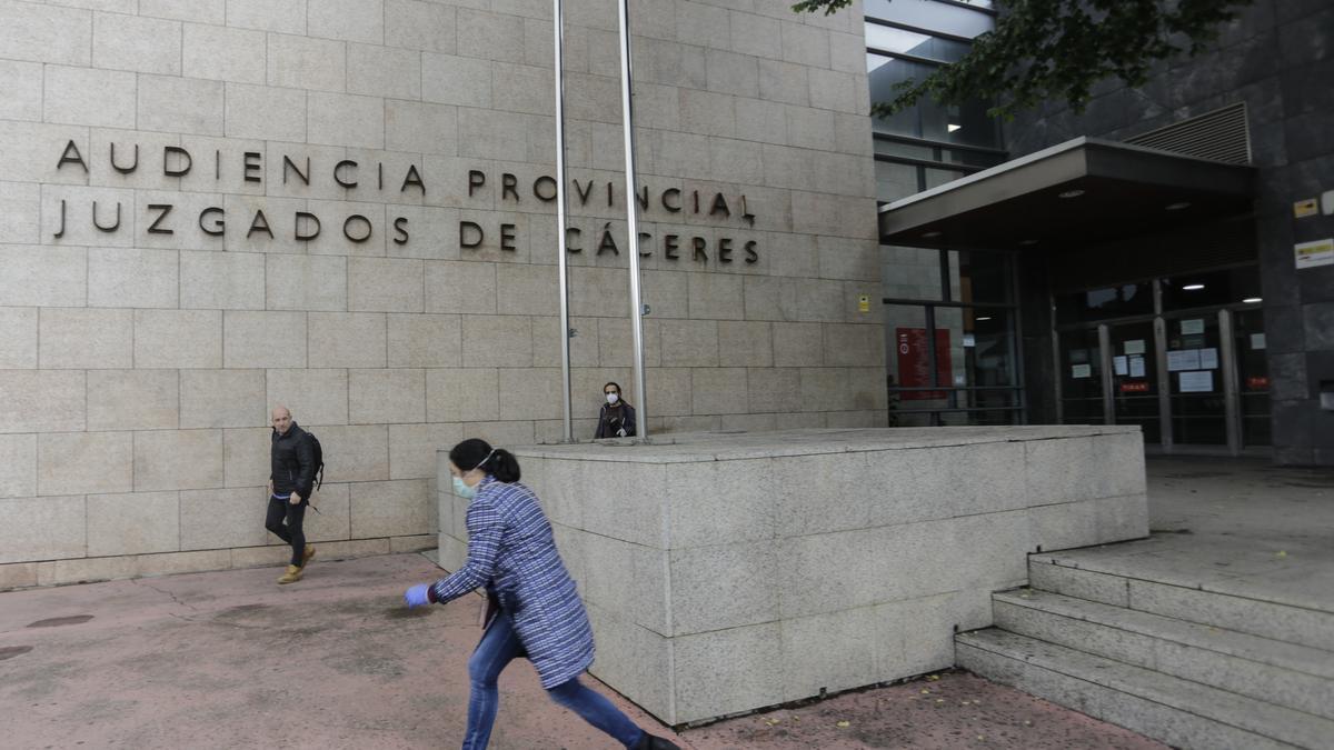 Una imagen del palacio de justicia de Cáceres, donde fueron juzgados.