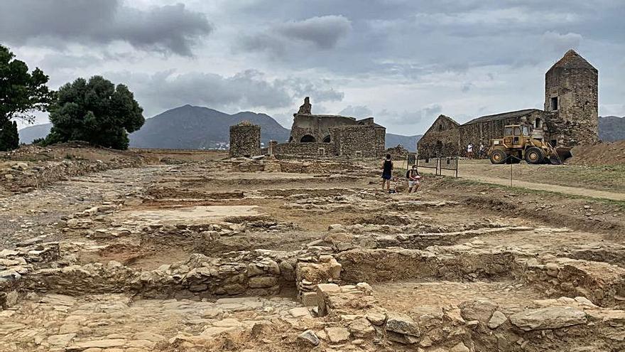 El curs d'arqueologia a la Ciutadella se centra en la vila medieval