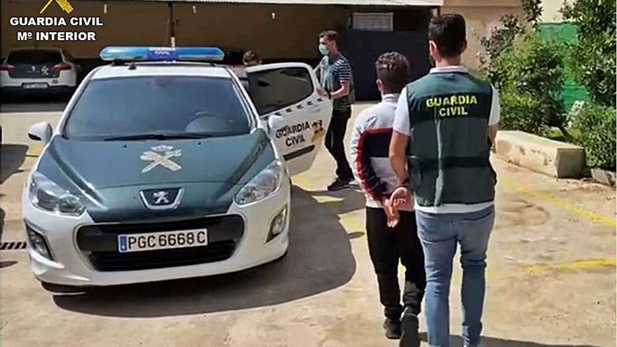Dos arrestados por robar en 60 coches  en Callosa y Bigastro
