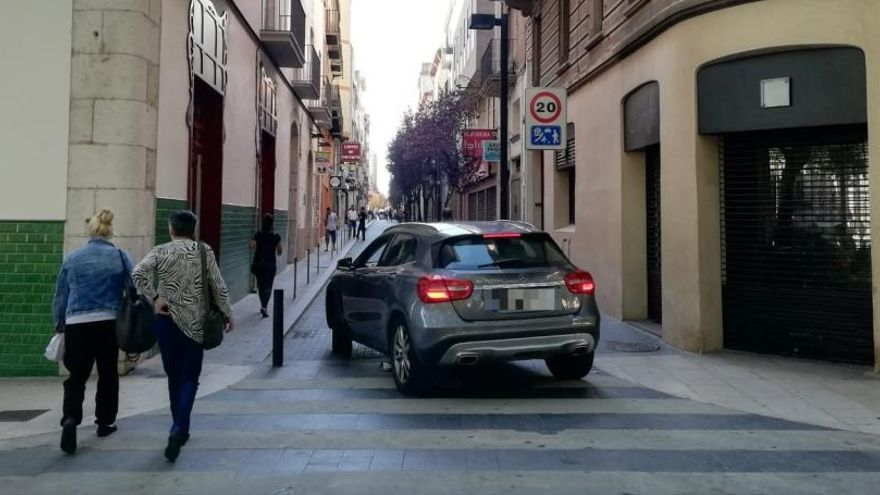 Obren al trànsit el carrer Sant Pau de Figueres, tancat des de feia set anys