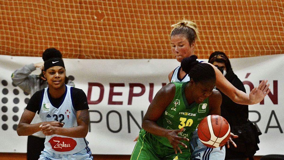 Davydova defiende a Ndoye en presencia de Julien.