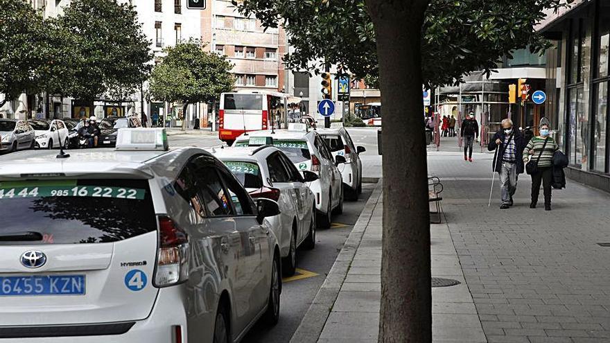 """""""El trabajo aún escasea"""", lamentan los taxistas tras volver todos los efectivos"""