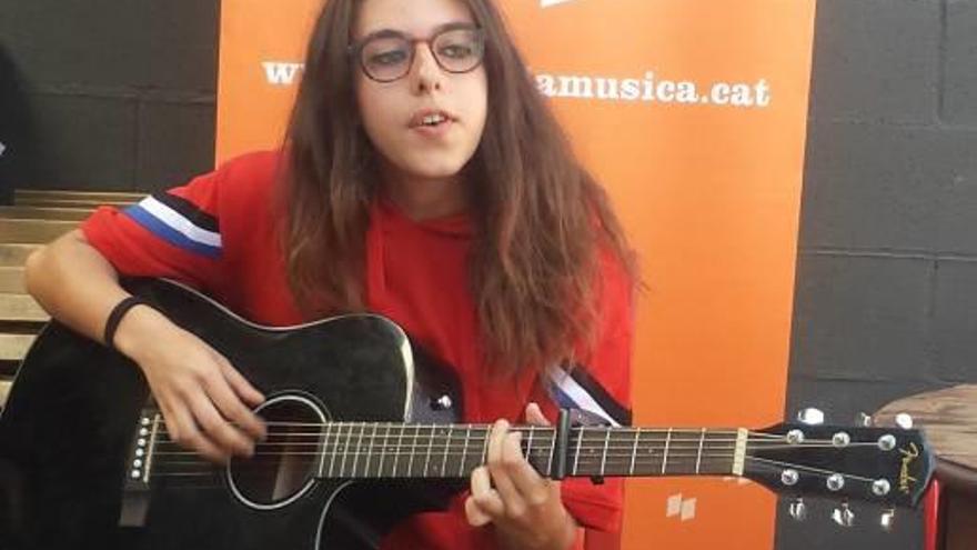 Giulia, una cantant de Castellgalí descoberta a l'Instagram