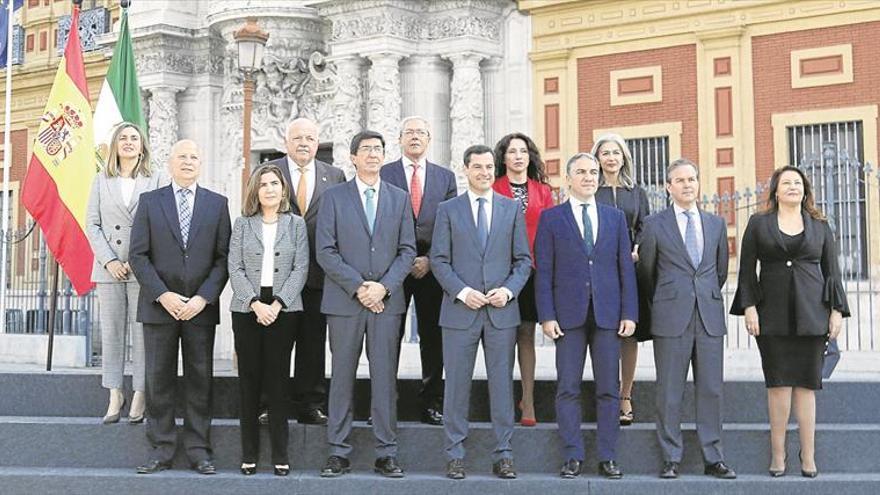 Moreno, elegido presidente de la Junta con el apoyo de PP, Cs y Vox