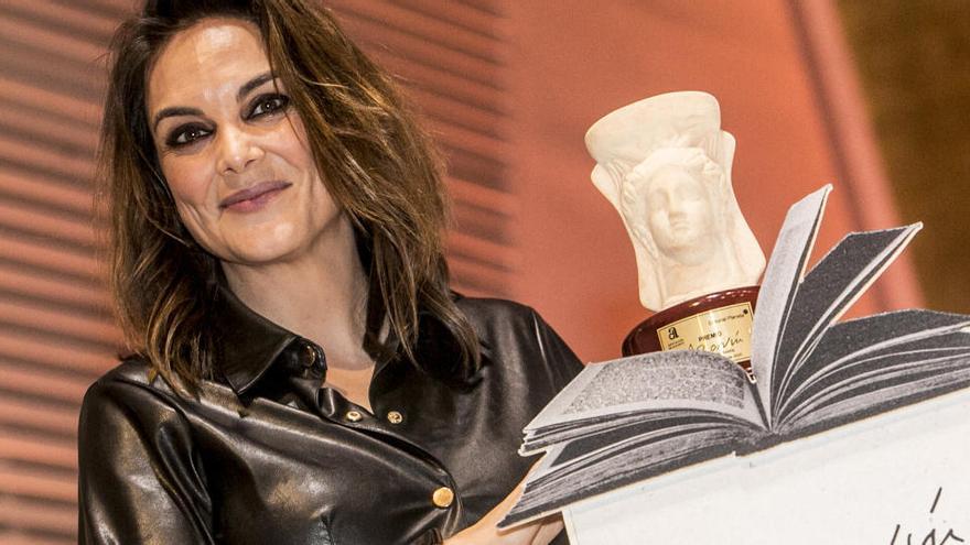 Mónica Carrillo presenta hoy su novela premiada con el Azorín