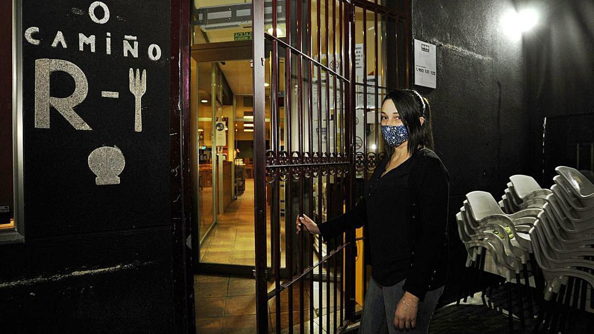 Arriba el restaurante O Camiño, de Silleda, cierra sus puertas en la noche del viernes.