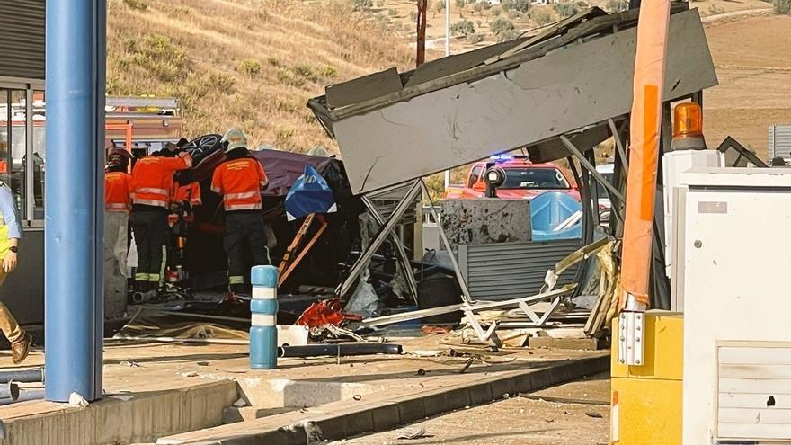 Un fallecido tras chocar un coche contra el peaje de la AP-46 en Casabermeja
