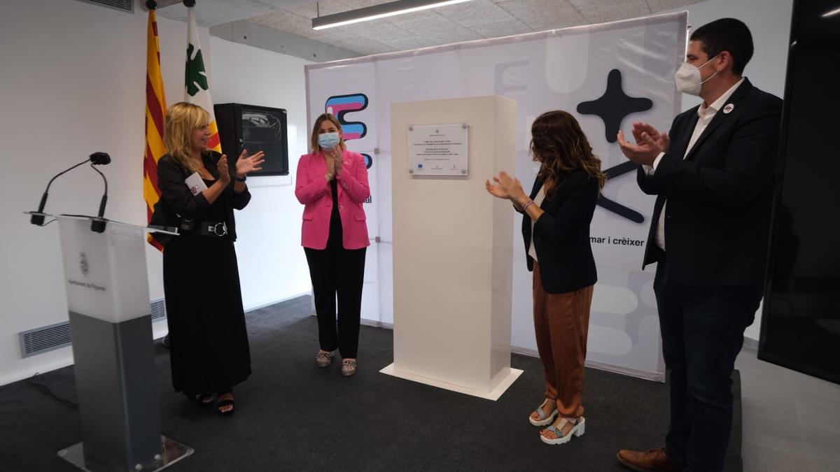 El descobriment de la placa del nou Espai d'Innovació Empresarial de Figueres
