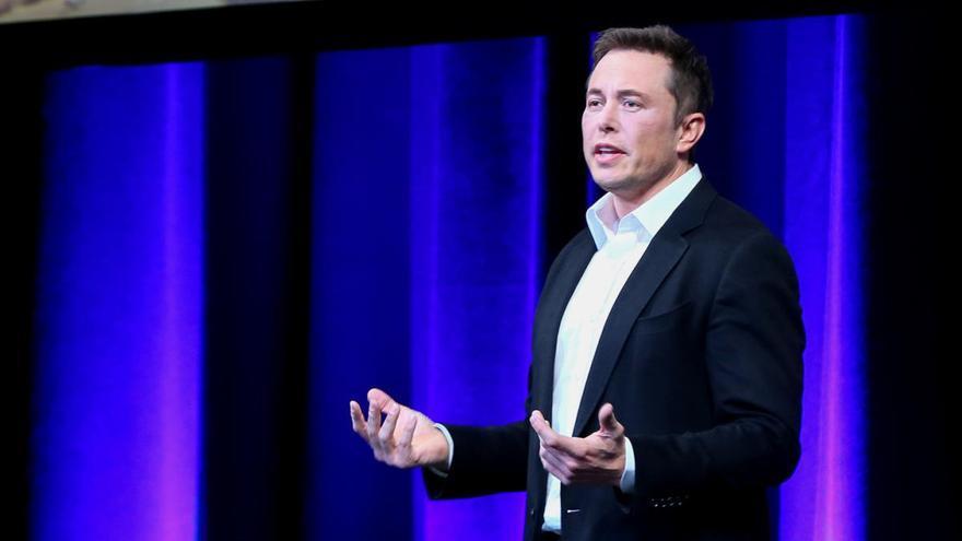 Elon Musk cambia y complica aún más el nombre de su hijo X Æ A-12