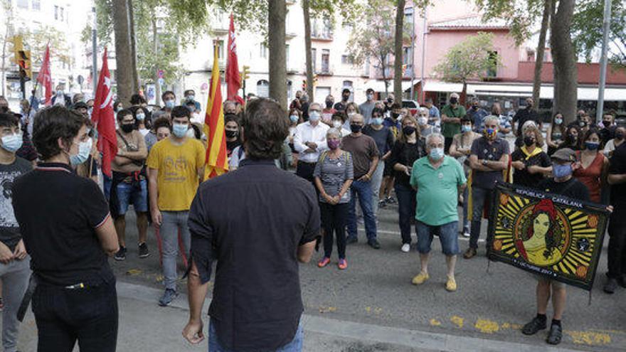 Unes 150 persones es concentren a Girona pels encausats pel tall de l'AP-7