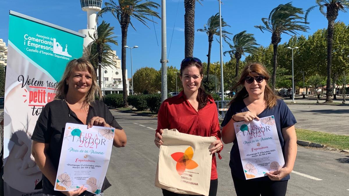 Les representants de l'Ajuntament i de l'Associació de Comerciants han presentat la fira a la plaça de les Palmeres