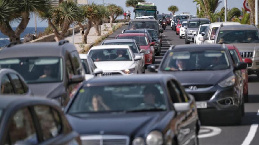 Cierran tres playas de Tenerife por la afluencia masiva de personas