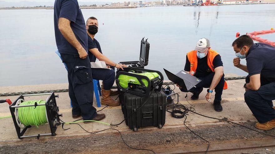 Un robot subacuático y un helicóptero se suman a la búsqueda del estibador desaparecido en Castellón