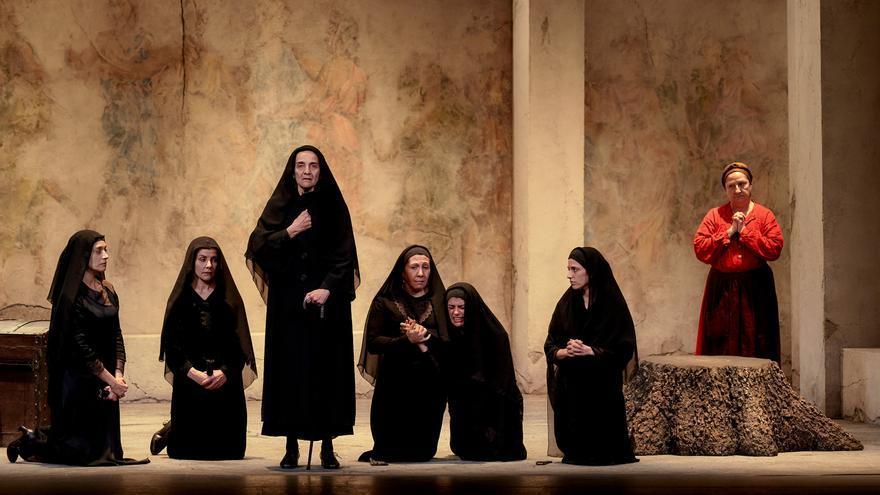 Plaza reinterpreta 'La casa de Bernarda Alba' sobre las tablas del Gran Teatro