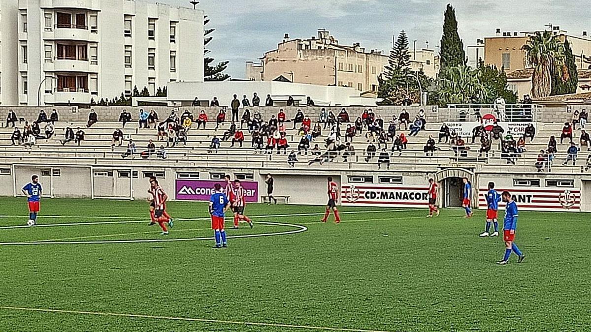Imagen de un partido de Liga del Manacor en Na Capellera esta temporada.