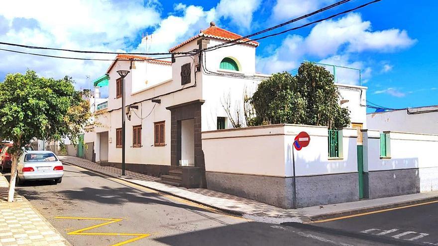 La Villa de Agüimes cede la antigua casa del médico a la asociación La Salle