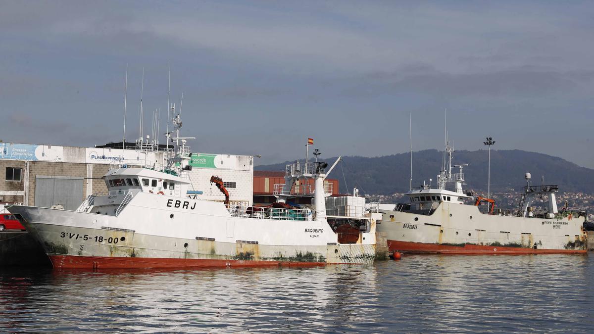 Dos barcos de Gran Sol amarrados en Vigo el pasado marzo.