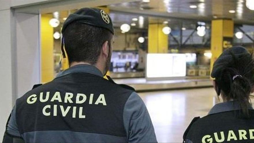Detenido en Barajas con 7 kilos de cocaína un asesino machista fugado de prisión