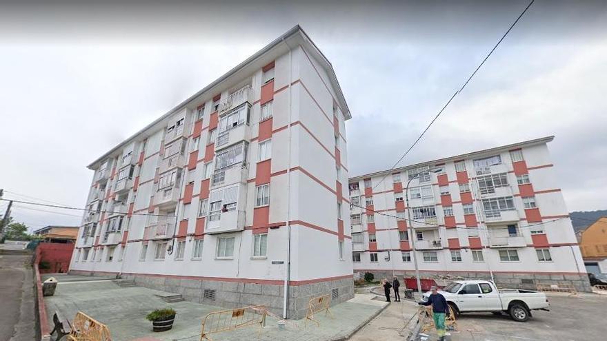 Grave tras caer de un quinto piso en Marín al intentar entrar en su casa