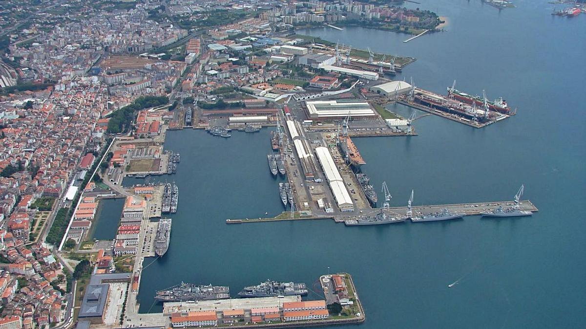 Uno de los diques de los astilleros de Navantia en Ferrol, arriba a la derecha.     // NAVANTIA
