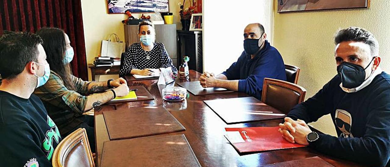 Representantes del comité de Rioglass, en la reunión con la alcaldesa de Lena, Gema Álvarez.