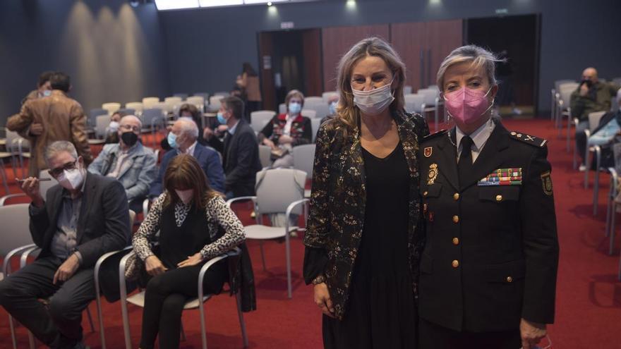 """Luisa Benvenuty, jefa de la Policía de Asturias: """"El cuerpo se adapta a los cambios y afortunadamente cada vez hay más mujeres"""""""