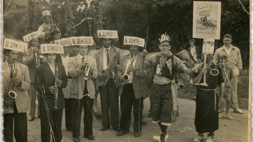 El Xirigüelu, historias y gentes de Pravia, en 4.000 fotos que ingresan en el archivo del Pueblu d'Asturies