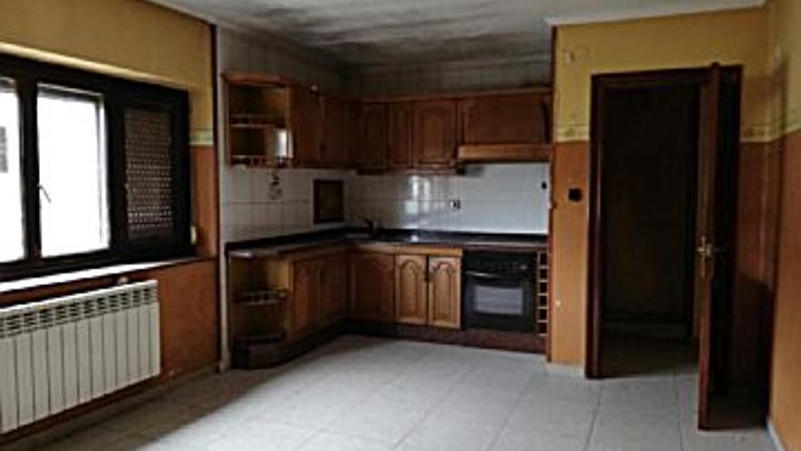 55.000 € Venta de piso en El Entrego (San Martín del Rey Aurelio), 3 habitaciones, 1 baño...