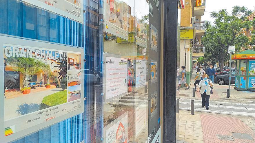 La compraventa de viviendas en l'Horta cae un 30% en un año