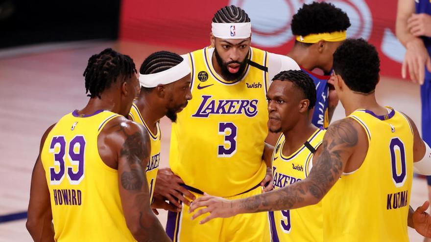 Davis y James se exhiben ante los Nuggets y Los Ángeles Lakers toman ventaja