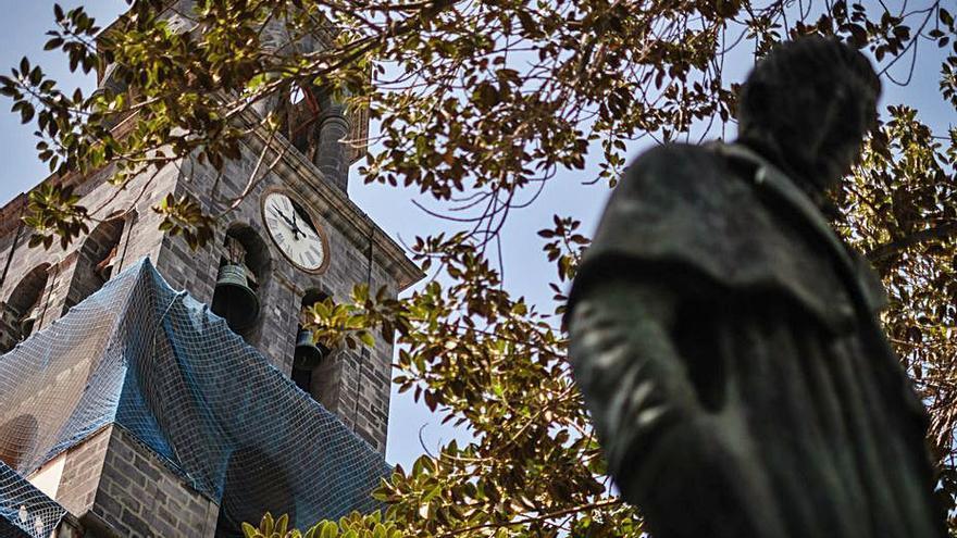El peso de la campana de la plaza San Francisco impide su retirada con grúa