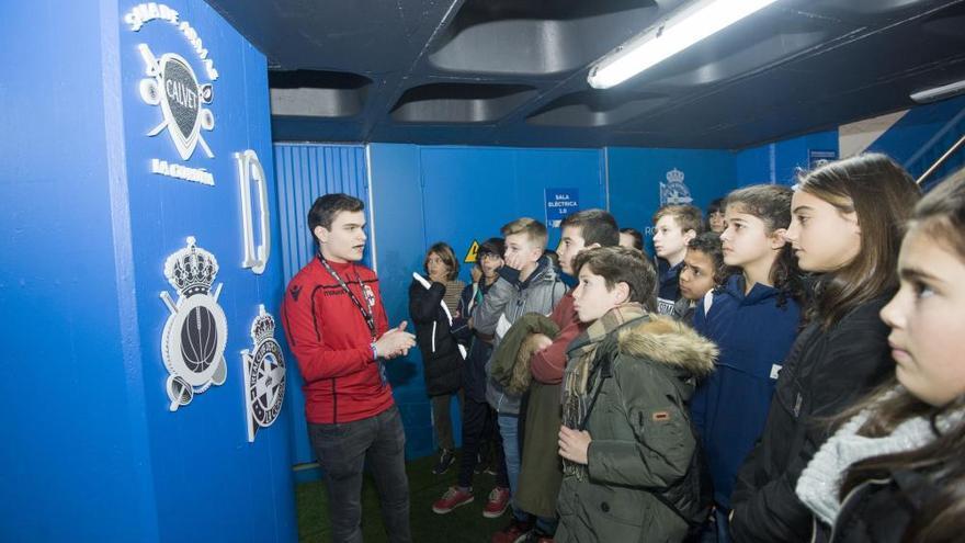 Escolares del CEIP Arteixo visitan Riazor con Valores Branquiazuis
