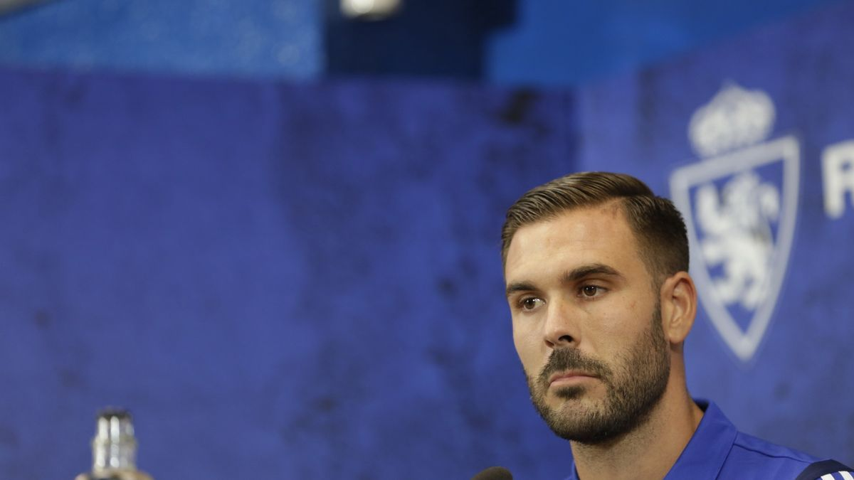 Atienza, durante una rueda de prensa con el Real Zaragoza.