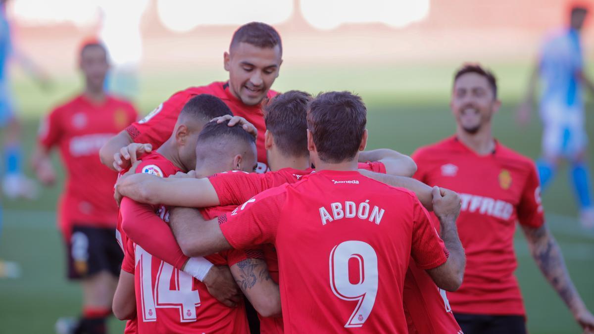Los jugadores del Mallorca celebran un gol al Lugo, en el último partido en Son Moix.